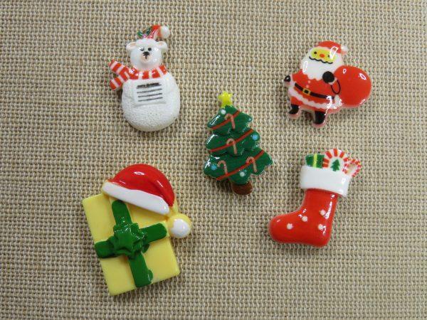 Cabochons cadeaux de Noël chapeau en résine - lot de 5