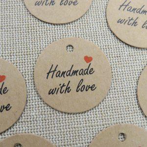 """Étiquettes kraft emballage cadeaux """"Handmade with Love"""" avec cœur – lot de 8"""