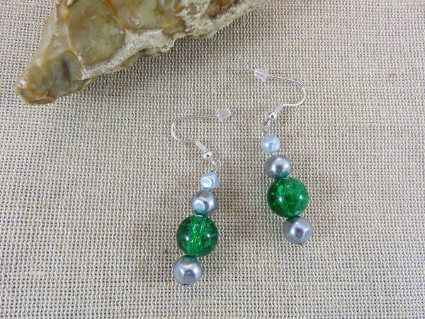 Boucles d'oreille perlé verte et grise, bijoux femme